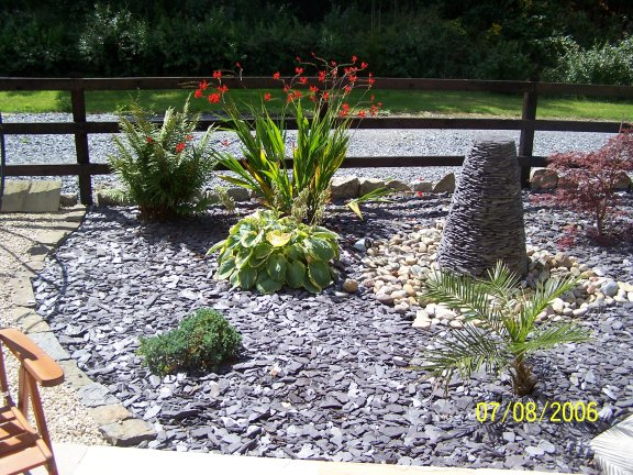 Slate of the art gardening for Blue slate garden designs